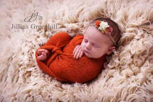 newborn-photography-baby-posing-hair-tie-accessory